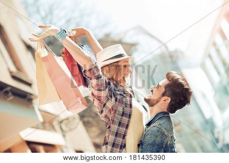 Happy couple of turists shopping in the city.