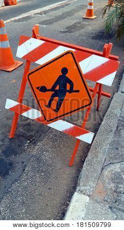 The street signaling of men at work