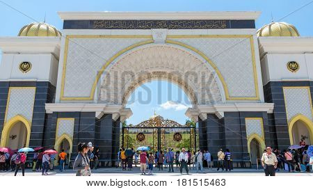 Royal Palace, Kuala Lumpur, Malaysia- Mar 23: Group Tourist From Asia Visit The Royal Residance And