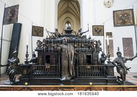 Munich-Bavaria-Germany. March 29 2017. Cenotaph of Emperor Louis IV by Hans Krumpper en la catedral de Munich (Munich Frauenkirche)