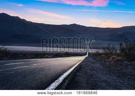 Road 190 crossing the death valley national park