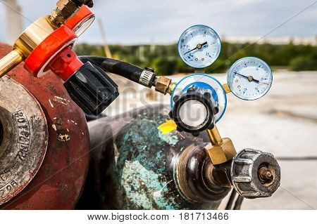 Gas cylinder for welding at the construction site