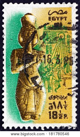 EGYPT - CIRCA 1985: a stamp printed in Egypt shows Statue of Akhenaten (Amenophis IV) Theben circa 1985