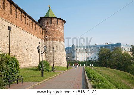 NIZHNY NOVGOROD, RUSSIA - AUGUST 27, 2015: Walking near the walls of the ancient Kremlin