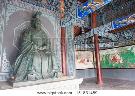 Henan, China - Nov 28 2014: Statue Of King Wen Of Zhou At Youlicheng. A Famous Historic Site In Anya