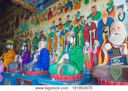 Xian, China - Nov 11 2014: Statues At South Mount Wutai(nanwutai). A Famous Landscape In Xian, Shaan