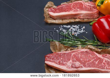 Striploin Steak, sweet pepper, rosemary and pink himalanian salt - simmple kit for great dinner