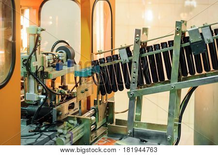 A fragment of conveyor for conveying the preforms to a machine for the production of plastic bottles.