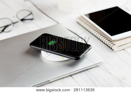 Phone Charging On Wireless Charger New Technology
