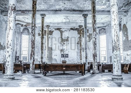 Mansfield, Ohio, Usa - April 18, 2017: Abandoned Chapel At The Ohio State Reformatory Prison, The Pr