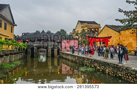 Hoi An, Vietnam - Jan 20, 2019. Tourists Visit Bridge Pagoda (chua Cau) In Hoi An Old Town, Vietnam.