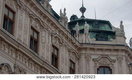 Historische Fassade Vom Schloss Belvedere In Wien