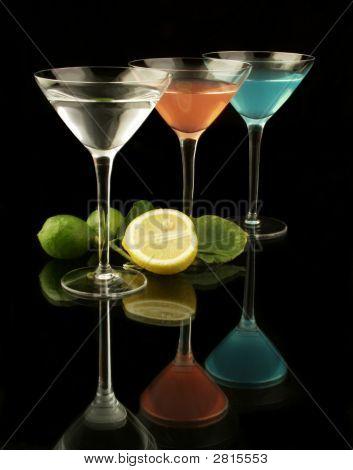 3 Martini-Gläser mit Lemons_Closeup