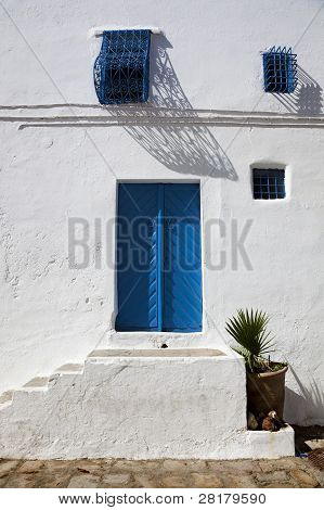 An Oriental Entrance