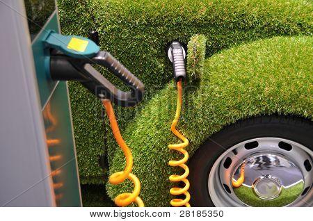 Coche verde energía recarga - concepto de Ecología