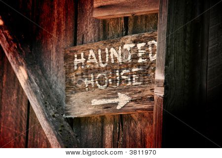 Haunted House Sign