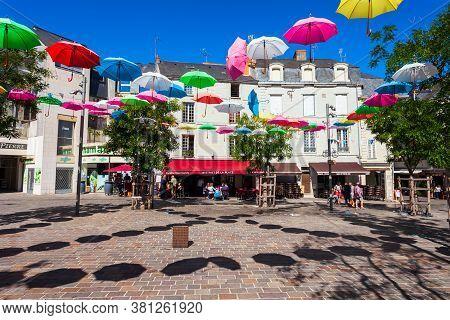Saumur, France - September 15, 2018: Franklin Roosevelt Pedestrian Street With Umbrellas In Saumur C