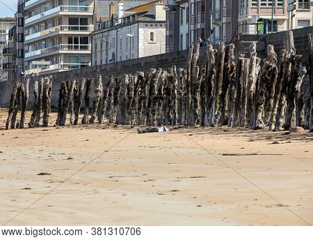 St Malo, France - September 15, 2018: Big Breakwater And Beach In Saint Malo, 3000 Trunks To Defend