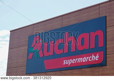 Bordeaux , Aquitaine / France - 08 10 2020 : Auchan Logo Sign And Supermarche Text Front Of Store Hy