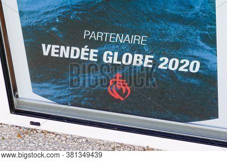 Les Sables-d'olonne , Vendée / France - 08 10 2020 : Vendee Globe Yatch Race Logo And Text Sign On S