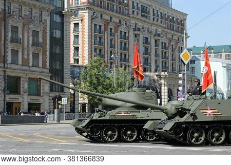 Moscow, Russia - June 20, 2020:t-34-85 Medium Tank And Su-100 Self-propelled Artillery Unit On Tvers