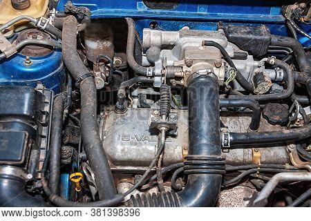 old 16 valves carburetor type car engine