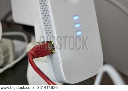 Internet Signal Repeater To Expand The Router's Wi-fi Coverage