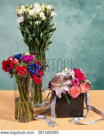 Rosa Violet Carson, Rosa Sun Flare Flowers Bouquet Box, Vase