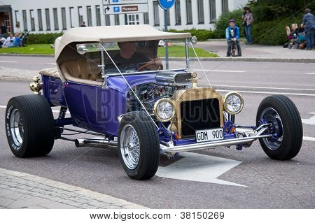 Hot Rod In The Street