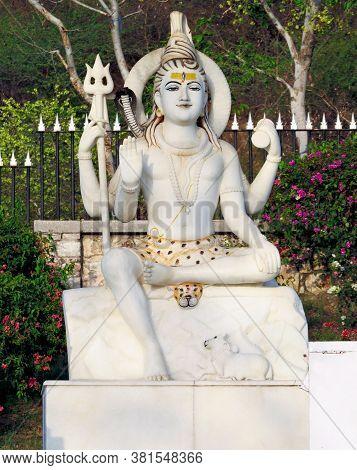 Marble Statue Of Shiva Near The Laxmi Narayan Temple (birla Mandir) In Jaipur. Rajastan, India.