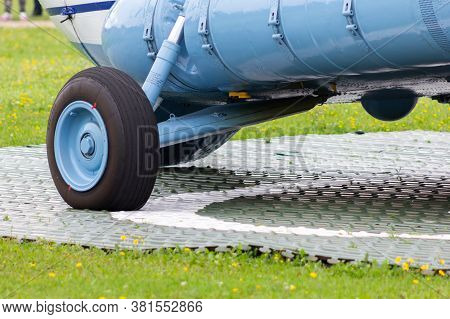 Cargo Helicopter Chassis Overload Fuselage Fuel Tank Cargo Transport