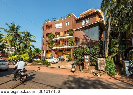 Candolim, North Goa, India - November 23, 2019: Street View Of North Goa At Sunny Day With Parked Ca