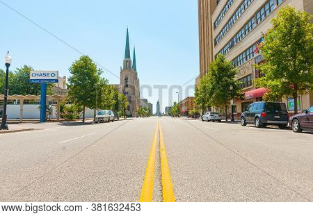 Tulsa Usa - September 8 2015; Buildings And Street Scenes On S. Boston Avenue In City Tulsa, Oklahom