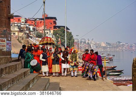 Varanasi, India - Dec 23, 2019: Sadhu At The Ghats In Varanasi, Uttar Pradesh, Ascetic Holy Mans In