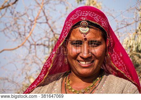 Jaisalmer, India - Dec 30, 2019: Beautiful Dressed Women Working On The Cotton Fields Of Jaisalmer,