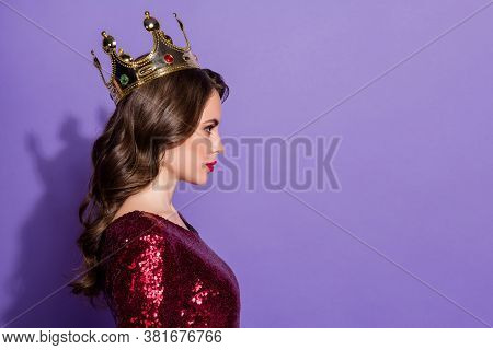Profile Photo Of Serious Confident Lady Prom Queen Status Golden Crown Head Arrogant Bossy Person We