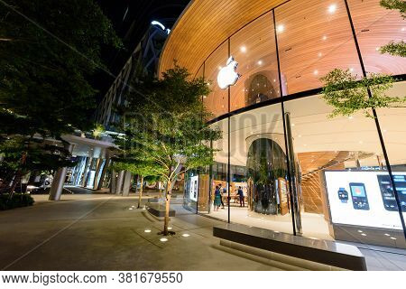 Bangkok , Thailand -  19  August, 2020 : Apple Store Shop Front Side Of The Central World Shopping C