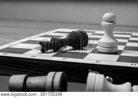 The End Of The Chess Game, The White Pawn Defeated The Dark King. Business Leadership Concept. Black