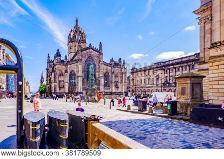 Edinburgh Scotland 6th Aug 2020 The Front Stone Facade And Main Tower Of The St. Giles Cathedral In