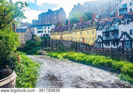 Edinburgh Scotland 6th Aug 2020 Picturesque Houses Along The Water Of Leith Dean Village, Edinburgh,