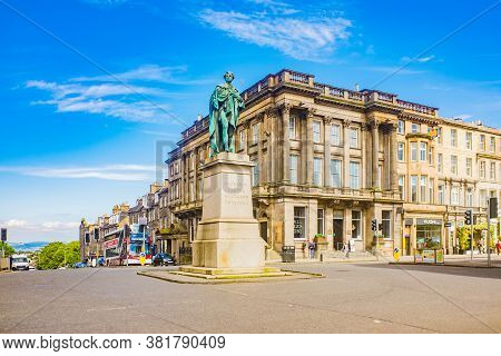 Edinburgh Scotland 6th Aug 2020 George Iv Statue On George Street In The New Town In Edinburgh, Scot