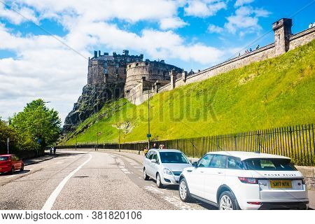 Edinburgh Scotland 7th Aug 2020 Edinburgh Castle And The Castle Rock - The View From The Grassmarket