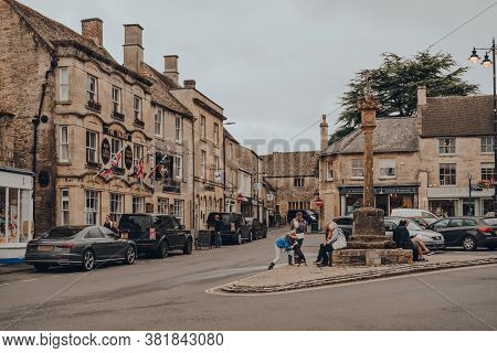 Stow-on-the-wold, Uk - July 10, 2020: People And Parked Cars On A High Street In Stow-on-the-wold, A