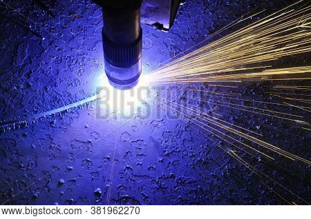 Metal Cutting Process Using Plasma Cutting Machine