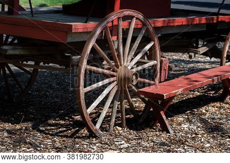 Old Wheel Frrom An Old Cart Wagon Coutry Circle Antigue