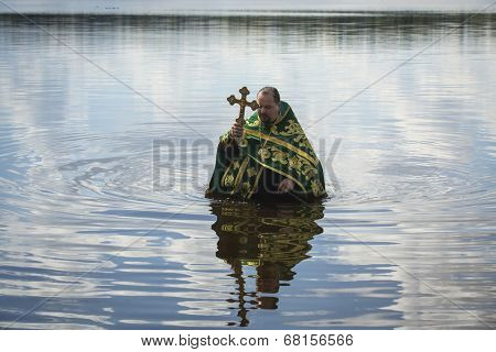 KRASNY BRONEVIK, RUSSIA - JULY 7, 2014: Celebrations commemorating the Rev. Anthony Dymsky (died 1224) in Antony Dymsky Monastery - Procession on Lake Dymsky, the great blessing of water and bathing.