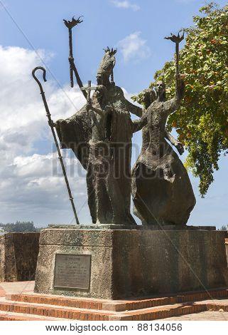 La Rogativa Statue By Lindsay Daen.