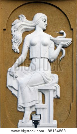 Goddess Gig. In ancient Greek mythology is the goddess who gives people health. The goddess is the daughter of the god of medicine Asclepius and his wife Epion. She was portrayed as a young woman gave the cup a serpent which is considered the symbol of me