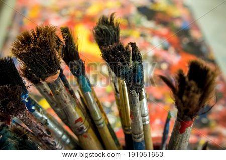 Many old paintbrush on art work table