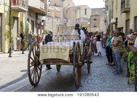 SELARGIUS, ITALY - SEPTEMBER 9, 2012: Ancient Marriage Selargino - traditional wagon while carrying traditional cake - Sardinia